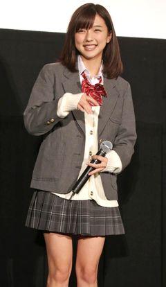 真野恵里菜、キュートな女子高生姿にファン大興奮!