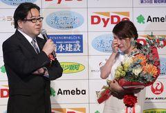 大島優子、秋元康の祝福に涙!助演女優賞を獲得-第39回報知映画賞
