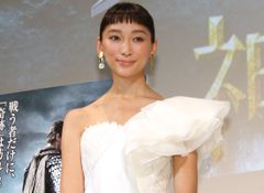 新婚の杏、純白ドレス姿を披露!ハリウッドに「憧れはある」