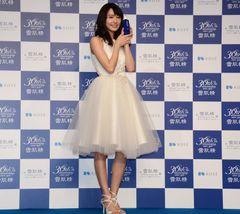 新垣結衣、純白ドレスで会場を魅了
