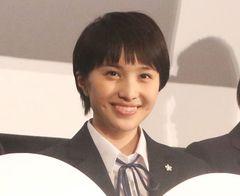 ももクロ・百田夏菜子、大阪でゲリラビラ配り!ツイッターのトレンドにも