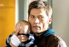 死んだ我が子と薬物依存の男女の赤ん坊をすり替えた刑事…北欧サスペンス『真夜中のゆりかご』予告公開