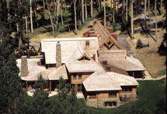 トム・クルーズ、約71億円で大豪邸を売却 元妻ニコール・キッドマンとの愛の巣