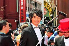 斎藤工、人気ぶりで沖縄国際映画祭レッドカーペットなかなか進めず