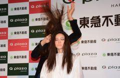 ジョニデ『シザーハンズ』のモデルが日本で華麗なシザーさばき披露!