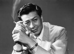 戦後を代表する二枚目スター、池部良の出演作33本を一挙上映!