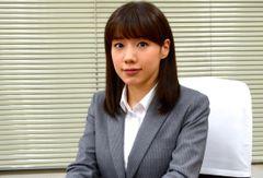 仲里依紗、タフなキャリアウーマン役でイメージを一新!「人が一番怖い」