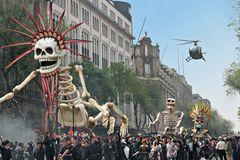 『007 スペクター』はメキシコからスタート!盛大な「死者の日」を完全再現!