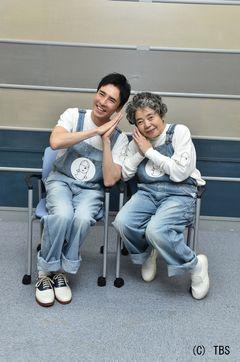 郷ひろみ&樹木希林、36年ぶりデュエットで「お化けのロック」「林檎殺人事件」披露!
