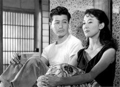 岸恵子の官能的な仕草…平凡なサラリーマンの生活描く『早春』(1956)