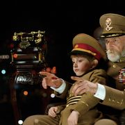 老いた独裁者が幼い孫と逃亡の旅へ…衝撃作『独裁者と小さな孫』12月日本公開