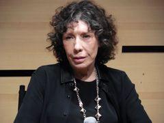 リリー・トムリン、中絶の援助求める孫娘役のジュリア・ガーナーを称賛
