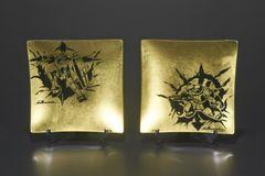 ガンダム&シャア専用ザクが風神・雷神風に!大河原邦男が金箔ガラスプレートに描き下ろし