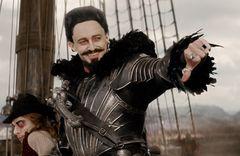 「良い人」でおなじみヒュー・ジャックマンが怪演!海賊・黒ひげの悪人ぶりが公開