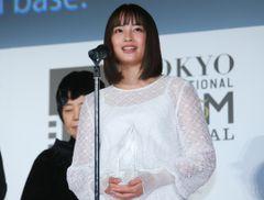 """広瀬すず、""""ARIGATO""""賞を受賞!さらなる飛躍を誓う"""