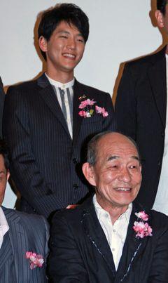ベテラン笹野高史、初主演!息子と二人一役!