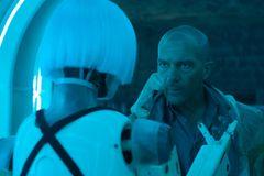 アントニオ・バンデラス、本格SF映画に初挑戦!元妻が声を務めるロボットと共演