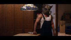 怖すぎる豚マスク殺人鬼にバットで立ち向かう女子高生!