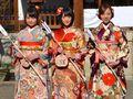 乃木坂46生駒里奈ら新成人メンバー、晴れ着姿を披露!