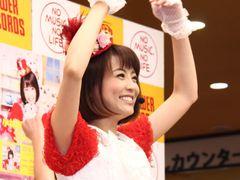 小林麻耶、歌手デビューライブで感涙「年齢を気にしていたら何もできない」