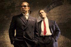 トム・ハーディ、一人二役で極悪双子ギャングを怪演!実録犯罪映画『レジェンド 狂気の美学』公開