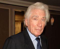 フランク・フィンレイさん死去 ロジャー・ムーアら追悼