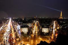 テロに屈しない「花の都」 事件以降もパリで映画撮影多数
