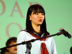 山本舞香、セーラー服でドキドキの「桜ノ雨」生合唱!