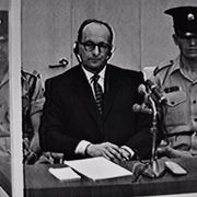 """ホロコースト戦犯アイヒマンの無表情さ…""""世紀の裁判""""映像は今も私たちに問いかける"""