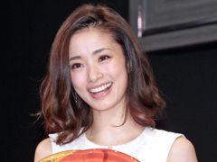 上戸彩、SMAP中居の熱いキスに言及「本気出すんだな」