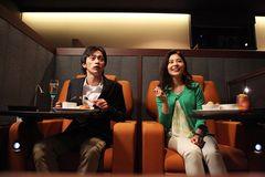 映画を観ながら本格的な食事を楽しめる!レストランスタイルの映画館が誕生
