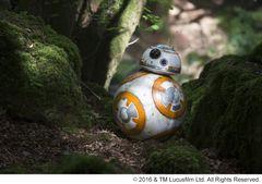BB-8、緊急来日!空を飛ぶ幻の初期デザインも初公開!