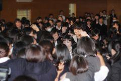 二階堂ふみ&山崎賢人のサプライズに女子高生号泣 緊急全校集会がパニック状態に