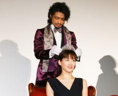 綾瀬はるか、斎藤工から3億円ティアラにドキドキ!