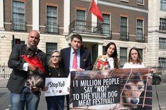 レイア姫、犬食べまくる祭りに抗議!中国大使館前で