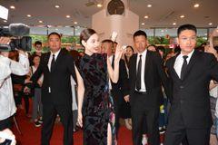 水原希子のチャイナドレスに上海っ子も大興奮!上海語で挨拶も!