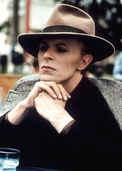 『地球に落ちて来た男』(1976年)監督:ニコラス・ローグ 出演:デヴィッド・ボウイ 第54回