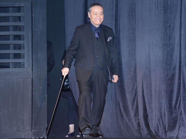 西田敏行、術後初イベントに杖つきながらも笑顔