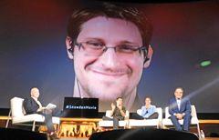 米政府スパイ行為を暴露!元CIAスノーデン、プライバシーは「魂の権利」