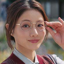 石原さとみ、癒やしの丸メガネにドキッ!東京メトロCMすっかり秋モード