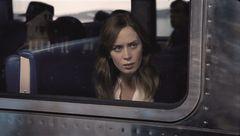 通勤電車の窓から不倫現場を目撃…エミリー・ブラント主演ミステリーが1位