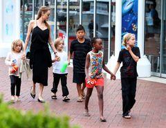 FBIがアンジェリーナ・ジョリーと子供たちを事情聴取