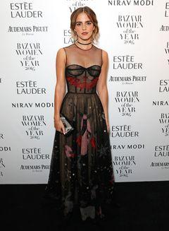 エマ・ワトソン透け感ドレスで魅了!ウーマン・オブ・ザ・イヤーに
