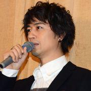 斎藤工、共演者に下半身さわられドキドキ