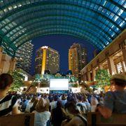 恵比寿で野外映画を楽しもう!『シング・ストリート』など無料上映