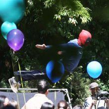 デッドプール、キッズの誕生日パーティーで堂々ダイブ!続編の撮影現場をキャッチ!