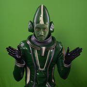 攻めすぎ!斎藤工、顔を真緑にして「謎の宇宙人」役