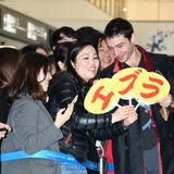 エズラ・ミラー、来日直後に20分ファンサービス!日本に来られて「スーパーハッピー」