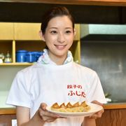 バツイチ子持ち役の足立梨花&餃子!『キスできる餃子』特報公開!