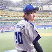 山田裕貴が涙…中日OBの父と同じ背番号で始球式